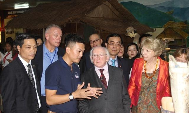 Tổng thống thăm Trung tâm trưng bày hậu quả chiến tranh