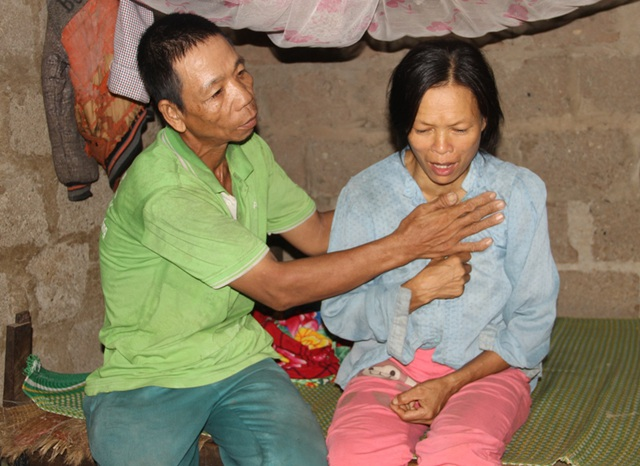 Vợ chịu đựng đau đớn do bệnh tật nhưng anh Liêm cũng lực bất tòng tâm