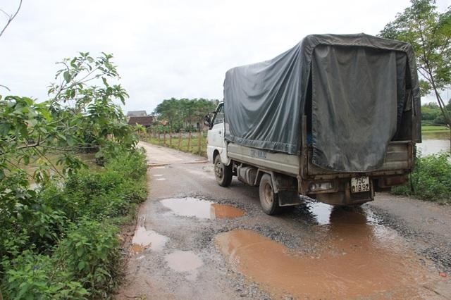 Mỗi khi xe tải chạy qua là cây cầu như rung lên bần bật