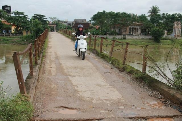 Cây cầu đã bị hư hỏng nặng sau quá trình sử dụng