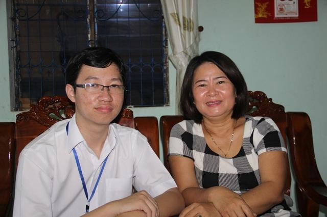 Nhật Minh và cô giáo chủ nhiệm Thanh Minh, người mà em tin cậy chia sẻ nhiều câu chuyện về cuộc sống và cả trong học tập