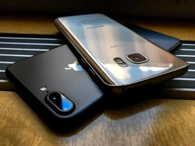 So sánh ảnh chụp thực tế của iPhone 7 Plus và Samsung Galaxy S7 - 1