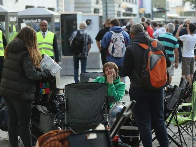 Các tín đồ của Apple xếp hàng dài để mua iPhone 7 tại Munich, Đức