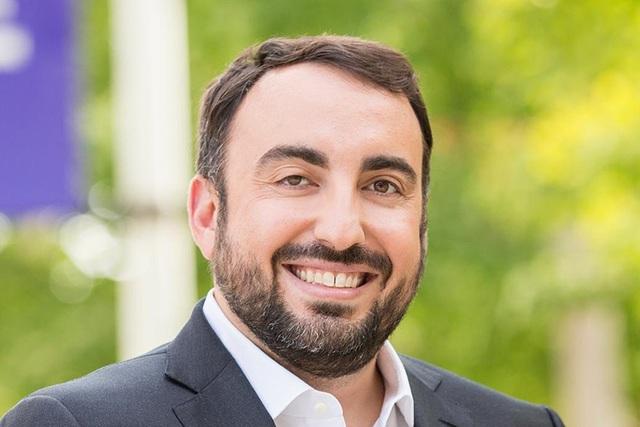 Giám đốc an ninh Alex Stamos xin từ chức tại Yahoo khi phát hiện công ty cho phép cơ quan chính phủ rà soát thông tin email người dùng