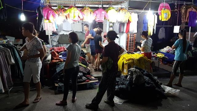 Chuyển lạnh, quần áo rét giá rẻ thu hút người tiêu dùng Hà Nội - 4