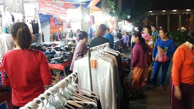 Chuyển lạnh, quần áo rét giá rẻ thu hút người tiêu dùng Hà Nội - 3