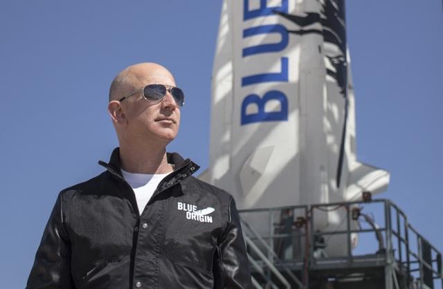 Amazon của CEO Jeff Bezos tiếp tục đạt những cột mốc mới khi lần đầu tiên triển khai bán xe hơi online trên thế giới