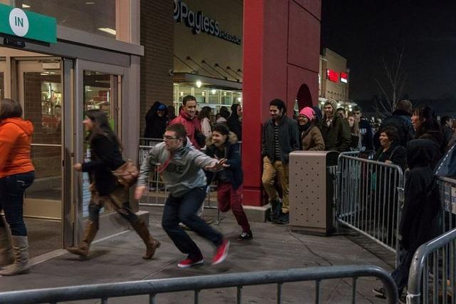 """Ngày Black Friday: """"Thập cẩm"""" đồ công nghệ đồng loạt giảm giá - 1"""