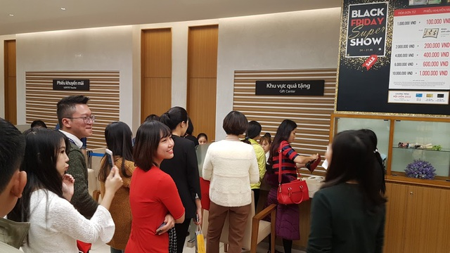 Khu vực quà tặng, khuyến mãi, tỏ ra đặc biệt thu hút khách mua hàng