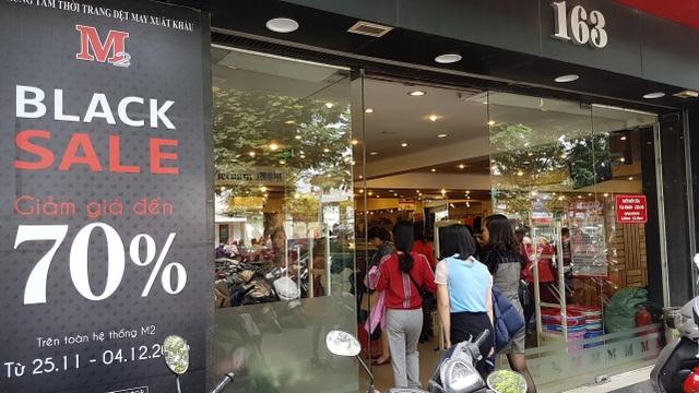 Người Hà Nội đổ xô đi mua đồ giảm giá ngày Black Friday - 12