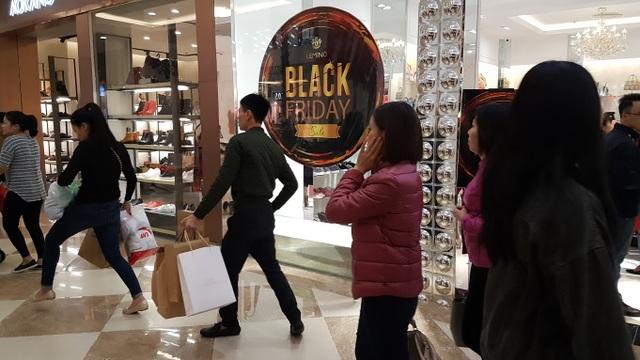 Cảnh tượng dễ dàng bắt gặp tại các khu mua sắm trong đợt Black Friday