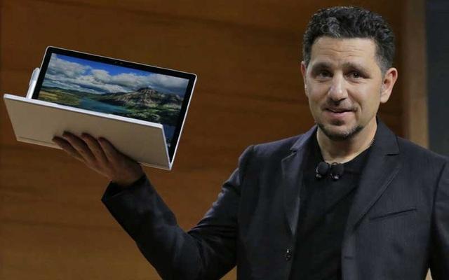 Panos Panay, phó chủ tịch mảng Surface Computing tại Microsoft giới thiệu sản phẩm Surface Book (Nguồn: AP)
