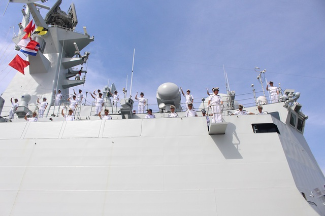 3 tàu Hải quân Trung Quốc thăm Cảng quốc tế Cam Ranh - 2
