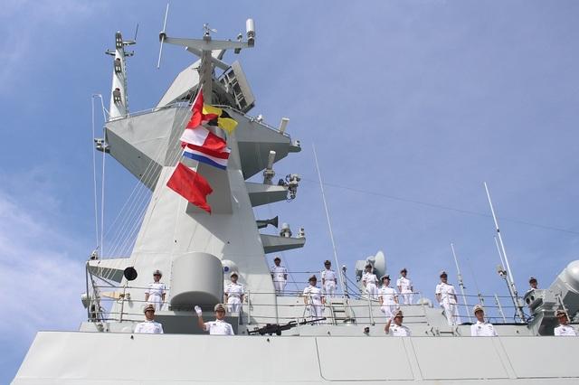 3 tàu Hải quân Trung Quốc thăm Cảng quốc tế Cam Ranh - 5