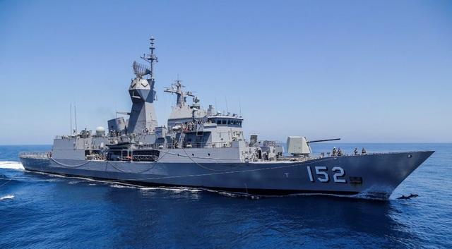 Chiến hạm HMAS WARRAMUNGA của Hải quân Australia trên biển