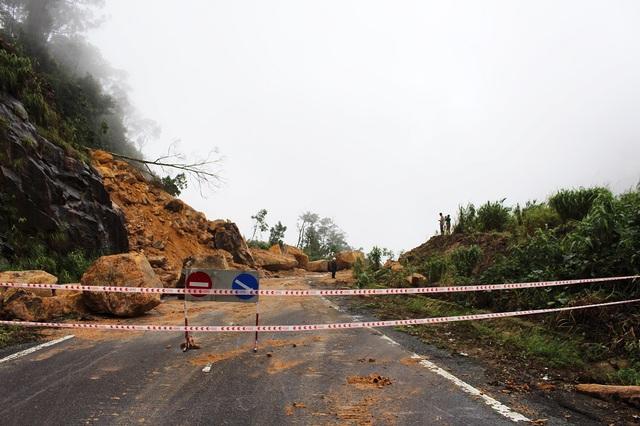 Đường Nha Trang - Đà Lạt đã thông xe sau 1 tuần tê liệt do sạt trượt đất đá