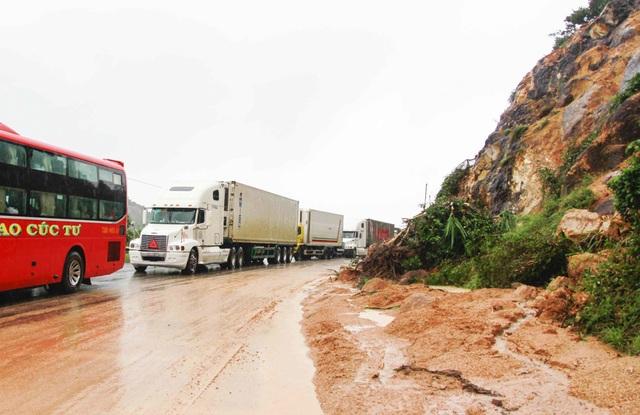 Đường sắt tê liệt, quốc lộ 1 tan hoang trên Đèo Cả - Cổ Mã - 2