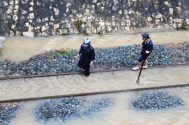 Đường sắt tê liệt, quốc lộ 1 tan hoang trên Đèo Cả - Cổ Mã - 7