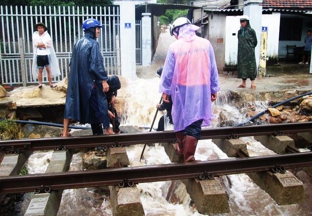 Đường sắt qua Nha Trang (Khánh Hòa) hiện đã thông tuyến hoàn toàn, giao thông trở lại bình thường
