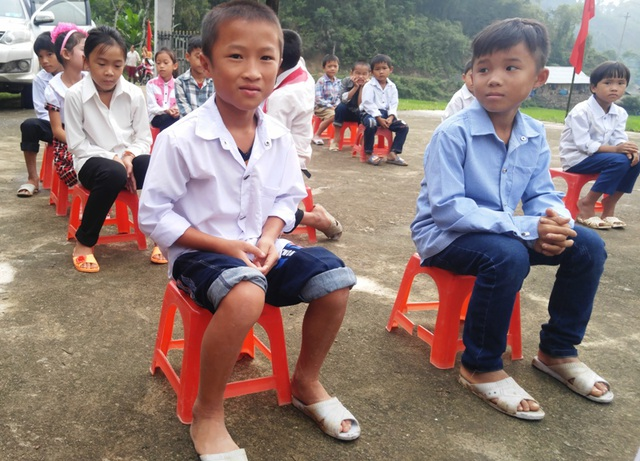 Niềm vui đến trường của học sinh vùng biên