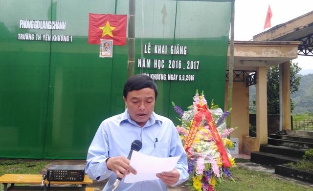 Ông Hà Văn Nêu - Chủ tịch UBND xã đọc thư của Chủ tịch nước