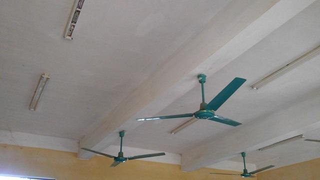 Còn hệ thống bóng điện và quạt trần không được phép dùng