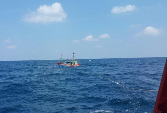 Trung tâm phối hợp tìm kiếm cứu nạn hàng hải Việt Nam đã đưa 5 ngư dân vào bờ