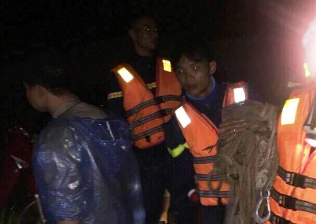 Lực lượng chức năng tổ chức công tác cứu nạn, cứu hộ