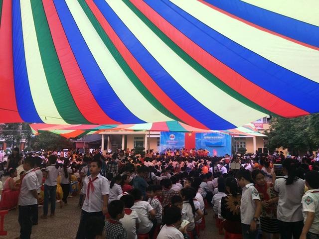 Học sinh nhà trường liên hoan văn nghệ chào mừng ngày Nhà giáo Việt Nam 20/11.