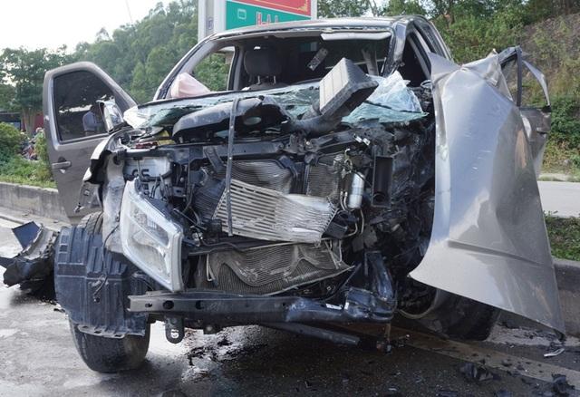 Chiếc xe bán tải chỉ được phép chở 5 người nhưng tại thời điểm xảy ra tai nạn có 8 người trên xe