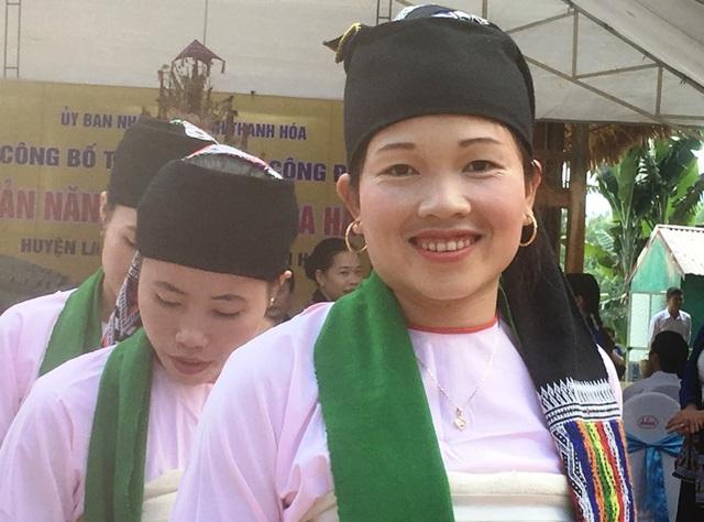 Nụ cười duyên dáng của cô gái Thái, bản Năng Cát