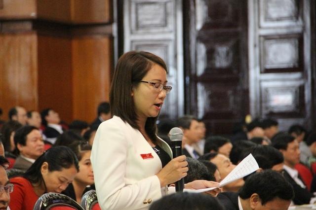 Đại biểu Lê Thị Hương đặt câu hỏi về việc chậm sửa đổi quyết định 685 của UBND tỉnh Thanh Hóa