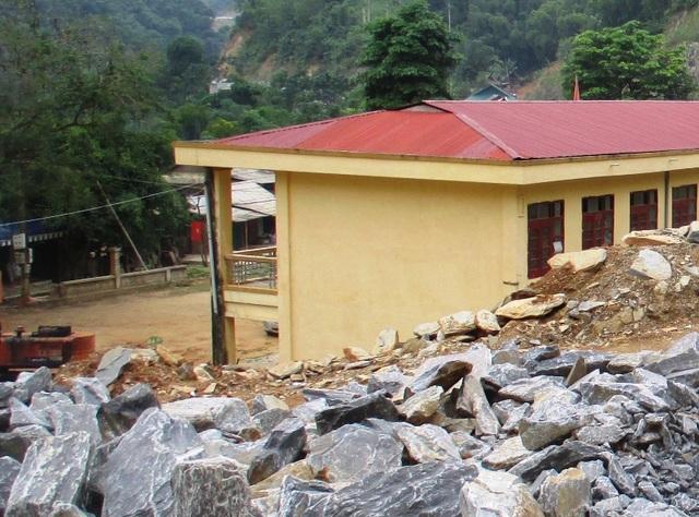 Trường THCS Trung Sơn mới đầu tư xây dựng được 8 phòng lớp học