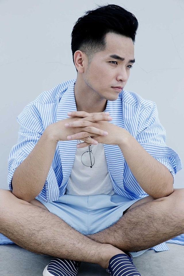 """Không ít ý kiến cho rằng, phong cách thời trang và biểu cảm của Phạm Hồng Phước còn có phần khá… """"nữ tính""""."""