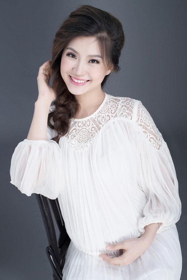 Á hậu Diễm Trang khoe bụng bầu 9 tháng sát ngày lâm bồn - 7