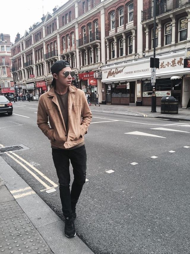 Trước đó, Noo có những hình ảnh thanh bình dạo phố.