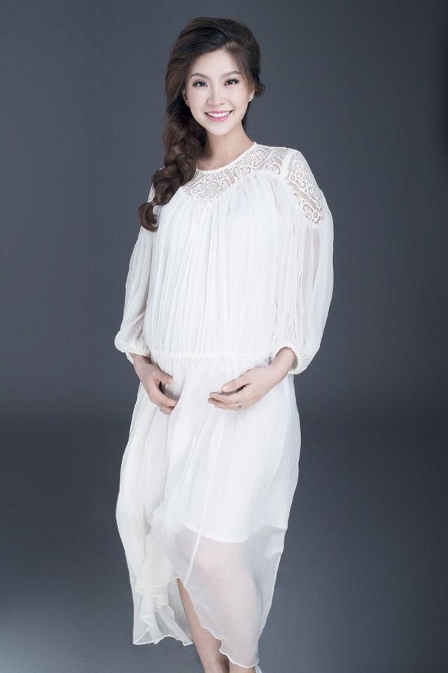 Á hậu Diễm Trang khoe bụng bầu 9 tháng sát ngày lâm bồn - 9