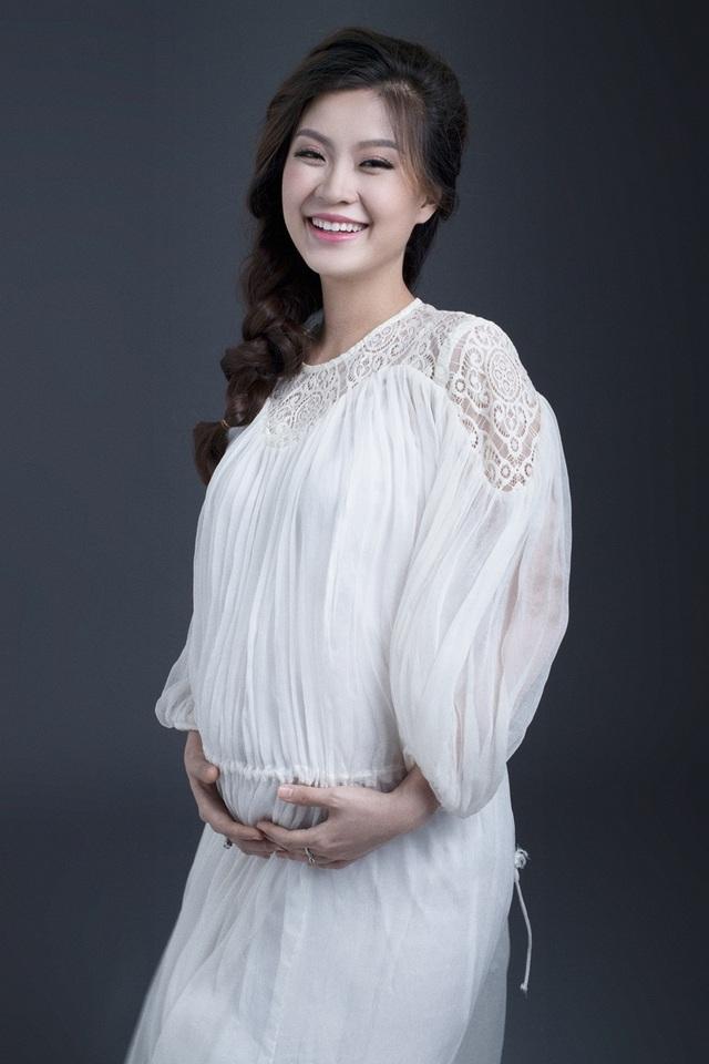 Á hậu Diễm Trang khoe bụng bầu 9 tháng sát ngày lâm bồn - 10