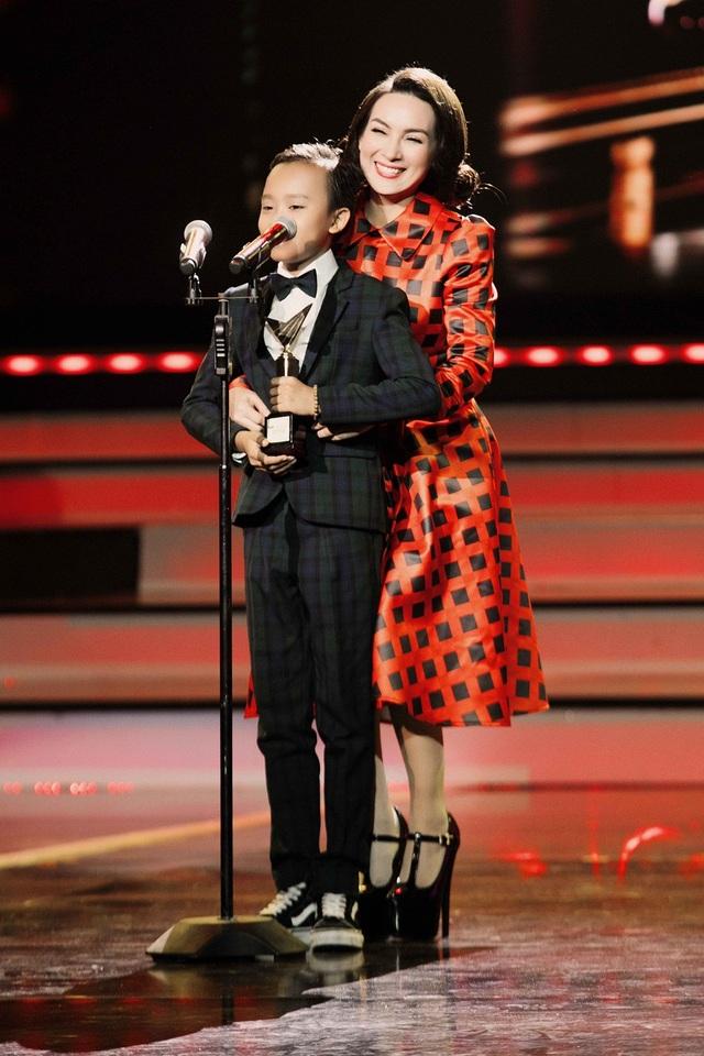 """""""Cậu bé hát đám cưới"""" đã gửi lời cảm ơn tới khán giả vì đã trao cho cậu bé giải thưởng lớn này."""