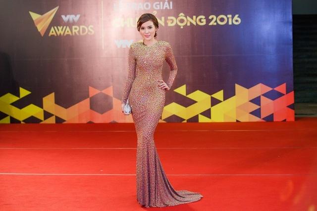 Nói về việc Nhã Phương được xướng tên trong hạng mục nữ diễn viên ấn tượng, Cao Thái Hà chia sẻ: Thật ra khi thấy mình có tên trong top 15 đề cử Hà đã rất hạnh phúc và báo tin ngay cho gia đình. Sau đó tiếp tục vào top 5, đã là thành công ngoài mong đợi.