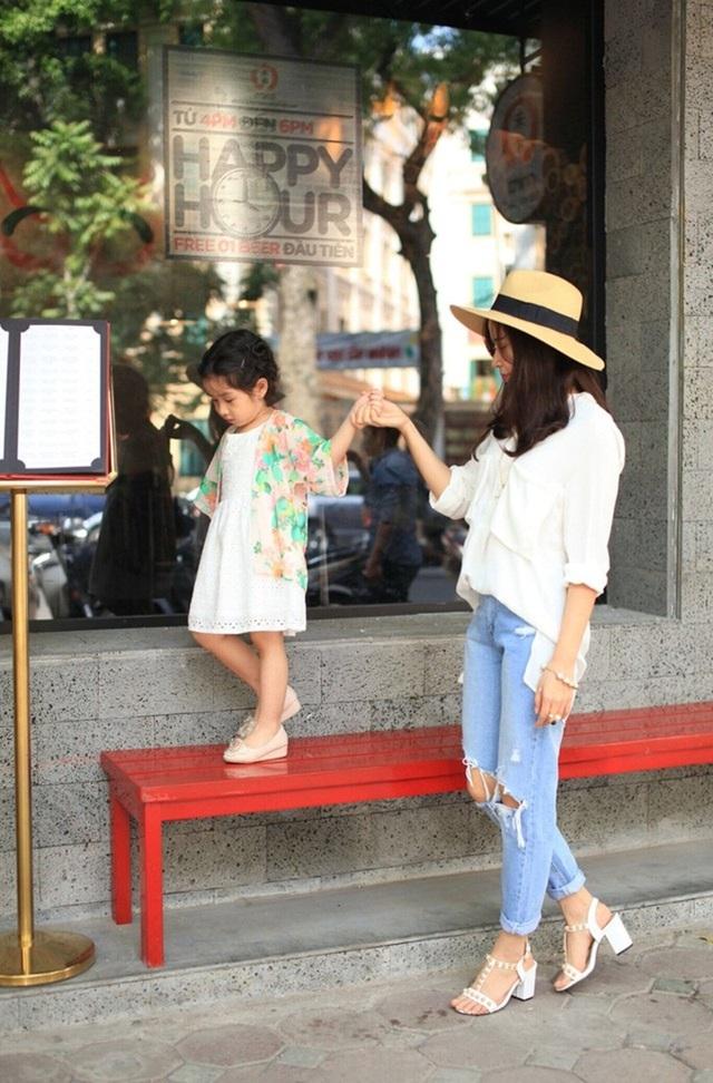 Hình ảnh của Lương Hương Giang cùng con gái luôn gây được thiện cảm với công chúng.