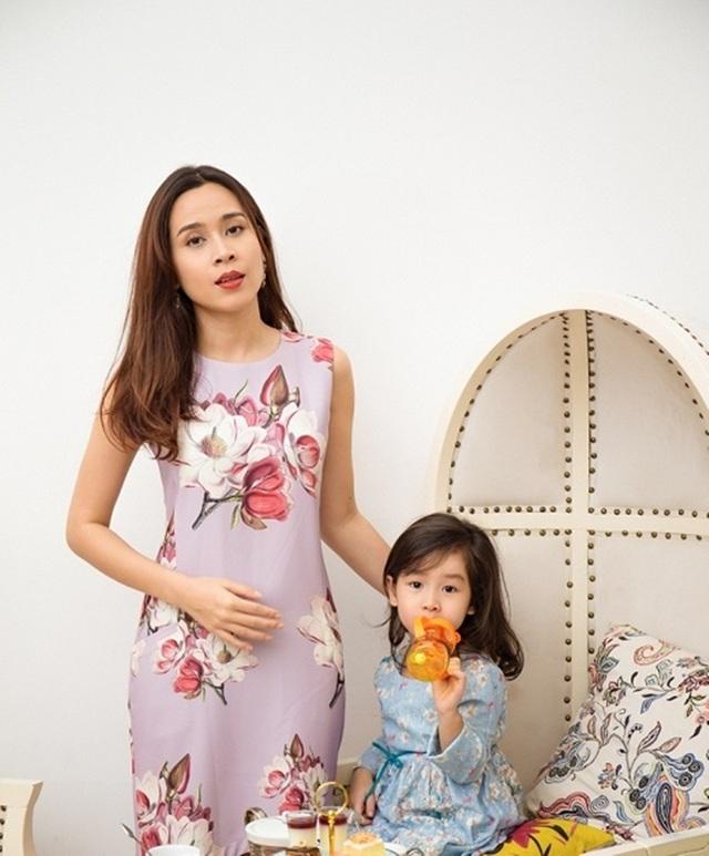 Lưu Hương Giang chia sẻ, tuy còn bé nhưng Mina đã biết cách chọn trang phục ra ngoài hay đi học vô cùng chất.