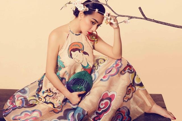 Trong bộ ảnh mới, nữ hoàng ảnh lịch những năm 1990 Y Phụng đài các trong áo yếm cách điệu của Việt Nam.
