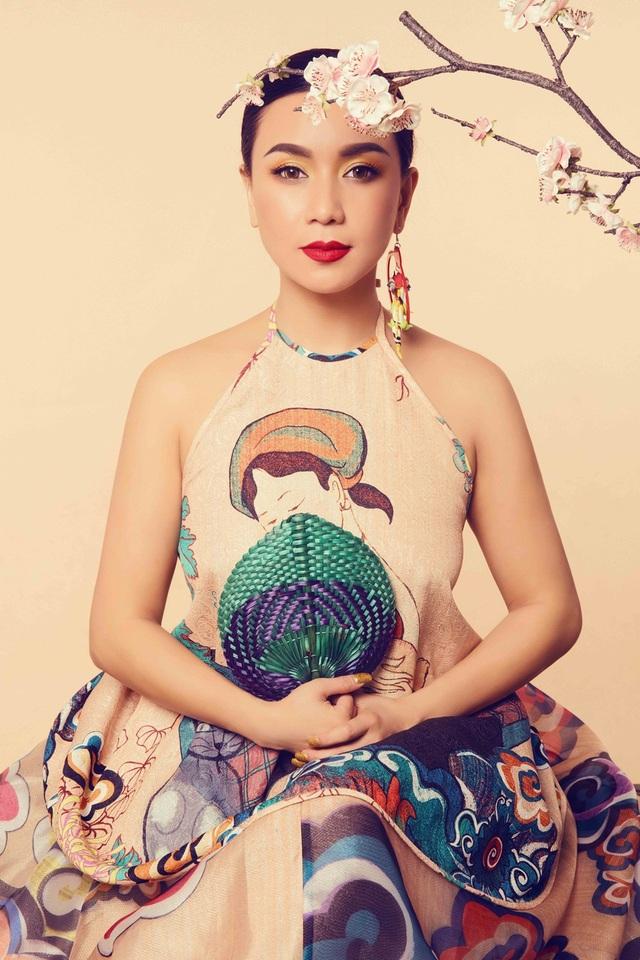 """Y Phụng tên thật là Nguyễn Mỹ Thể, sinh năm 1979 tại Sài Gòn. Cô là một trong những diễn viên đắt giá thuộc thời kỳ phim """"mì ăn liền"""" của thập niên 90 thế kỷ trước."""