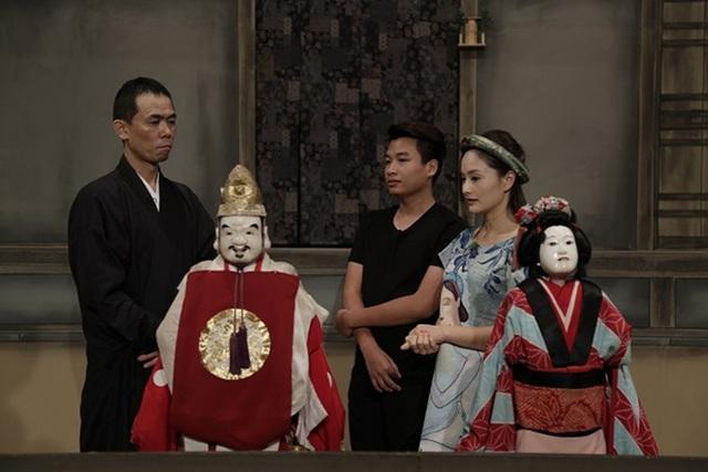 Cô đi tham quan nhà hát múa rối truyền thống của Nhật...