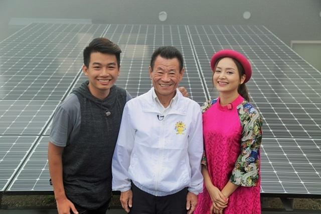 Nhà máy điện năng lượng mặt trời này cách đây 20 năm đã bị một trận động đất mạnh phá hủy. Và người dân Nhật đã xây dựng lại nhà máy này to hơn, hiện đại hơn trên khắp vùng đồi núi trong vòng chỉ một năm. Đó cũng chính là điều mà Lan Phương nể phục tinh thần người Nhật.