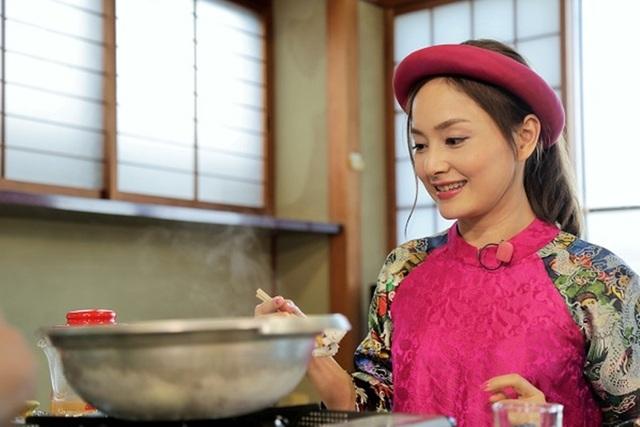 Những món ăn trở thành một sức hút khó cưỡng, Lan Phương ăn món cá hồng nổi tiếng của vùng Ajiwashima, món cá được đầu bếp chế biến tinh tế và còn tươi nguyên dành cho thực khách. Một con cá có thể chế biến thành 6 món khác nhau.
