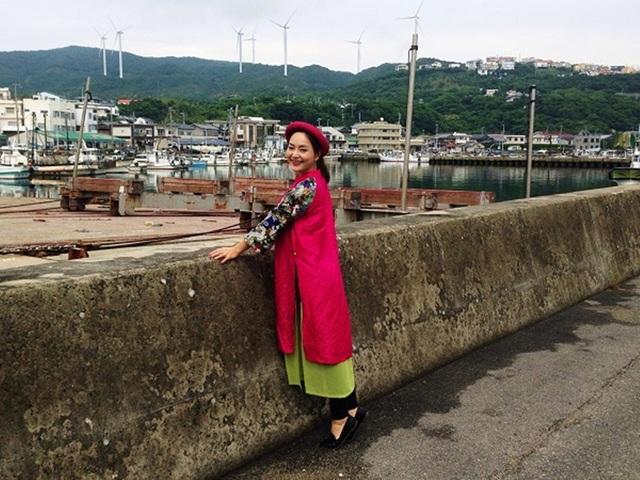 Nữ Sứ giả thiện chí JICA (cơ quan Hợp tác Quốc tế Nhật Bản) – Lan Phương mang đến vẻ đẹp dịu dàng và đằm thắm trong các thiết kế mang hơi thở dân tộc cho chuyến khám phá của mình. Những trang phục này là nét hòa hợp giữa truyền thống và hiện đại tôn lên nét thanh thoát của người phụ nữ Việt.