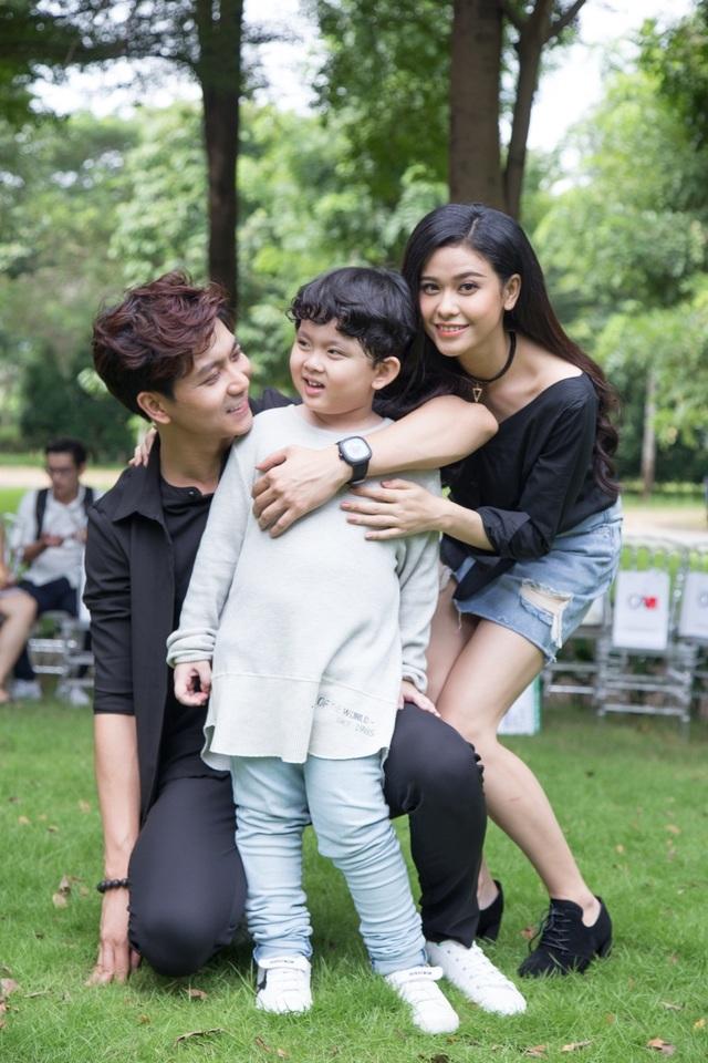 Trong thời gian qua, cậu con trai Sushi của Tim - Trương Quỳnh Anh cũng thường xuyên đồng hành cùng ba mẹ của mình trong nhiều sự kiện cũng như các hoạt động vui chơi, thiện nguyện tích cực.