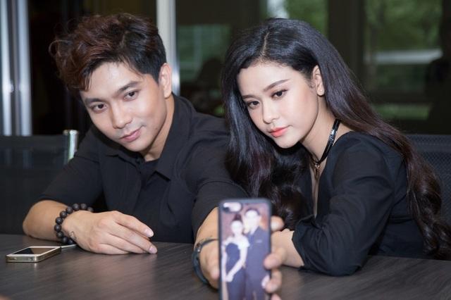 Nhiều người liên tưởng đây là cặp đôi ngọt ngào không thua kém gì cặp sao Hoa ngữ đình đám Huỳnh Hiểu Minh và Angela Baby.